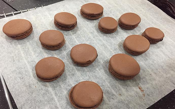 baked chocolate macarons